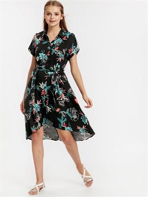 LC Waikiki Beli Bağlama Detaylı Çiçek Desenli Gömlek Elbise  lcw 8WI411Z8  LQJ  Black Printed  59.95 TL